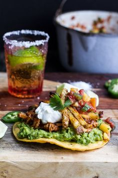 BBQ Margarita Chicken Tostadas with Sweet Jalapeño Margarita Salsa sounds super yummy, definitely going to try soon! Mexican Dishes, Mexican Food Recipes, Dinner Recipes, Mexican Fries, Mexican Pizza, Mexican Chicken, I Love Food, Good Food, Yummy Food