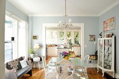 Blue & White Dining Room | Aqua blue wall color close to Benjamin Moore Affinity Constellation AF-540