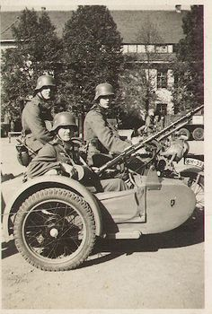 Zündapp KS 750 motorcycle and sidecar, with mounted MG 34 Ww2 Pictures, Ww2 Photos, German Soldiers Ww2, German Army, Mg 34, Ural Motorcycle, Germany Ww2, War Photography, Nagasaki