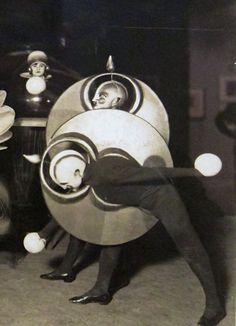 Oskar Schlemmer - Das Triadisches Ballett (The Triadic Ballet) 1922
