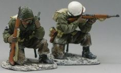 World War II U.S. Battle of the Bulge BBA020 U.S. Command Group - Made by King and Country Military Miniatures and Models. Factory made, hand assembled, painted and boxed in a padded decorative box. Excellent gift for the enthusiast.