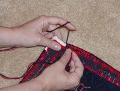 If you find the whipping part of finishing your rug difficult, some of these tips might help. This process takes a while, but it should be enjoyable. Rug Hooking Designs, Rug Hooking Patterns, Latch Hook Rugs, Rug Inspiration, Hand Hooked Rugs, Penny Rugs, Handmade Headbands, Handmade Journals, Handmade Rugs