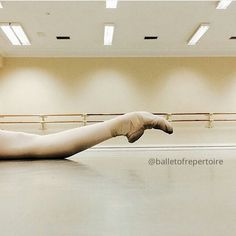 Defiantly some hyper extension there, but look at those arches! Ballet Photos, Dance Photos, Dance Pictures, Waltz Dance, Dance Art, Ballet Feet, Ballet Dancers, Shall We Dance, Just Dance