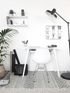 home office com tapete estampado