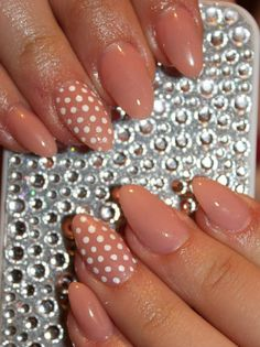 Nude patterned nails