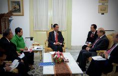 Penterjemah bahasa Arab Presiden Jokowi yang di foto artikel ini adalah Mas Sahrul Murajjab, asli Tersono, Batang