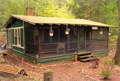 'Camping cabin'. Screened porch
