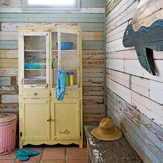 ::: l o v e :::..Love the walls...All reclaimed wood...repainted..and weathered to your favorite shade of the coast....DIY...YES WE CAN!!