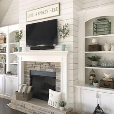30 Interesting Fireplace Makeover For Farmhouse Home Decor. If you are looking for Fireplace Makeover For Farmhouse Home Decor, You come to the right place. Below are the Fireplace Makeover For Farmh. Farmhouse Fireplace, Home Fireplace, Fireplace Remodel, Farmhouse Homes, Living Room With Fireplace, Cozy Living Rooms, Fireplace Design, Home Living Room, Living Room Designs