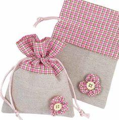 Best 11 10 pc Rustic burlap lace favors Christening favors by eAGAPIcom – SkillOfKing. Drawstring Bag Tutorials, Drawstring Bags, Sacs Tote Bags, Sewing Crafts, Sewing Projects, Potli Bags, Fabric Gift Bags, Burlap Lace, Jute Bags