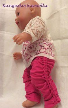 ompele nukelle leggingssit Doll Clothes, Onesies, Barbie, Dolls, Handicraft Ideas, Kids, Fashion, Baby Dolls, Toddlers