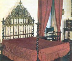 Circa 1600 Bed of turned wood Spanish, with Portuguese influence / Museo de Artes Decorativas, Madrid Spain