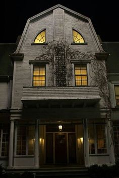 """Absolute Spookiest Scary Movie Places You Can Visit in Real Life (If You Dare!) Lutz House, """"The Amityville Horror"""" remakeLutz House, """"The Amityville Horror"""" remake Spooky Places, Haunted Places, Abandoned Places, Abandoned Houses, The Amityville Horror House, Creepy Houses, Haunted Houses, Haunted Dollhouse, Spooky House"""