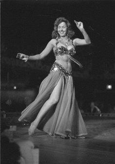Zendaya Dress, Egyptian Actress, Dancing Day, Belly Dancers, Dress Skirt, Beautiful People, Actresses, Formal Dresses, Concert