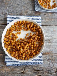 Ovnsbakte kikerter med hvitløk og parmesan - Mat På Bordet A Food, Food And Drink, Chana Masala, Eating Well, Parmesan, Crockpot, Nom Nom, Snacks, Dinner