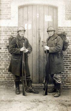 A pair of Belgian soldiers circa 1915, armed with 'Belgian Mausers' | por ✠ drakegoodman ✠