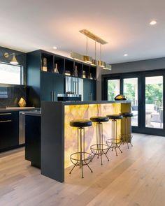 Mini Bar At Home, Home Wet Bar, Small Bars For Home, Kitchen Bar Counter, Bar Counter Design, Kitchen Bar Design, Modern Home Bar Designs, Modern Bar, Bar Interior Design