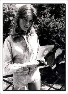 Olivia Newton John, Vintage Beauty, Music Artists, Rock N Roll, Movie Stars, Album, Celebrities, Musicians, Stage