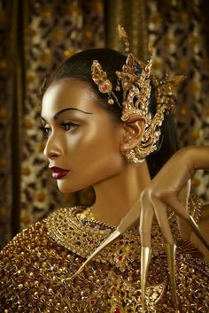 Thai traditional clothes Source by karolineslup dresses ideas Thai Traditional Dress, Traditional Fashion, Traditional Outfits, Headdress, Headpiece, Fascinator, Thai Dress, Thai Art, Thai Style