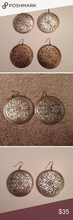 Bundle 2X: Bronze & silver metal earring! Bronze & silver round metal earrings. Good quality. Very fashionable. Bundle to save on shipping. NO TRADES, sorry! Jewelry Earrings