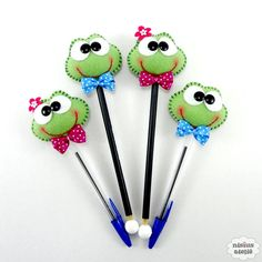 Kids Crafts, Foam Crafts, Crafts To Sell, Diy And Crafts, Pencil Topper Crafts, Pen Toppers, Felt Bookmark, Felt Fabric, Sewing Toys