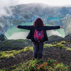 ENG - We live in a world full of colors and hapiness. Don't be afraid go out and explore find what makes you happy.  FR - Nous vivons dans un  monde plein de couleurs et de petits bonheurs. N'aie pas peur pars explorer à la recherche de ce qui te rend heureux.  #kelimutu #indonesia
