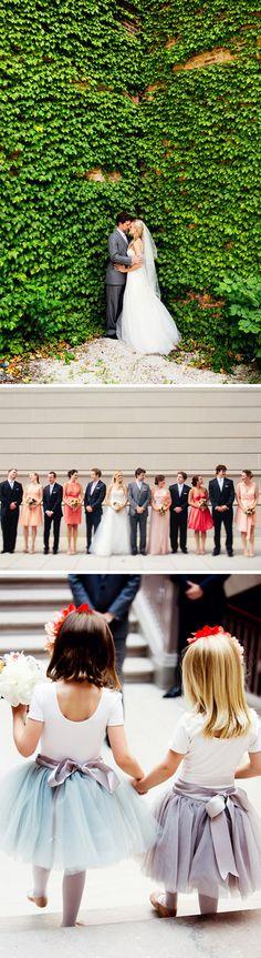 Casamento em um Museu!  Amei o tule colorido das daminhas...