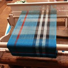 My post craft-show hangover left me wanting to work on whatever i felt like. and i felt like doing yarn-y things. I'm weaving a Fauxberry . Weaving Projects, Tear, Wednesday, Hand Weaving, Fabric, Closure Weave, Table Runners, Tejidos, Linens