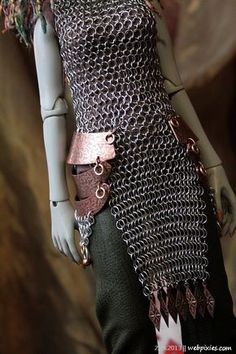 Over the right clothes, chain mail can be so sexy. You can make it yourself from pull tabs and jump rings or wire. Even some small ropes work with soda pull tabs. Fantasy Costumes, Cosplay Costumes, Larp, Chainmail Armor, Female Armor, Tribal Fusion, Chain Mail, Moda Fashion, Costume Design