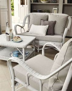 Inside Style And Design Tricks For Decorating A Studio Apartment - Home Decor Ideas Nantucket, Outdoor Chairs, Outdoor Furniture Sets, Rattan Sofa, Rattan Furniture, Painted Furniture, Decoration Gris, Fiberglass Insulation, Foam Panels