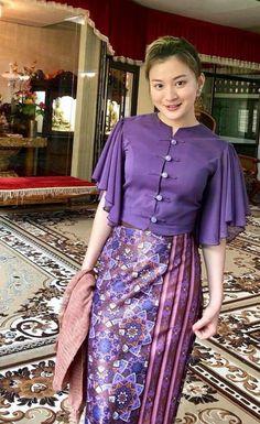 Myanmar Traditional Dress, Thai Traditional Dress, Traditional Dresses Designs, Traditional Outfits, Filipiniana Dress, Myanmar Dress Design, Batik Fashion, Batik Dress, Kebaya