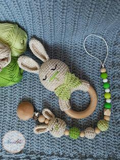 Lant suzeta si zornaitoare crosetata pentru bebelusi din lemn natur si fire de bumbac. Crochet Earrings, Blog, Blogging