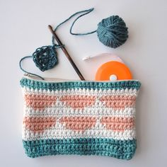 It's Free Pattern Friday! Today, the Citrus Pouch in Good Earth and Good Earth Multi (pattern link here). I'll tell you, we're lucky to have found designer Rachel Brockman. Here, she has created a practical and cute little notions pouch in Good Earth cotton/linen blend. The pouch is worked in two separate rectangles which are…