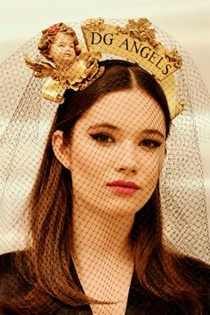 See all the Backstage photos from Dolce & Gabbana Autumn/Winter 2018 Ready-To-Wear now on British Vogue Milano Fashion Week, Layering Outfits, Good Hair Day, Headpiece, Cool Hairstyles, Ready To Wear, Autumn Fashion, Fall Winter, Vogue