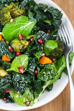 Roasted Winter Vegetable Salad Recipe ~ kale, butternut squash, brussels sprouts and broccoli — with a pop of sweetness from pomegranate seeds! Vegetable Salad Recipes, Vegetarian Recipes, Cooking Recipes, Healthy Recipes, Cooking Tips, Roasted Winter Vegetables, Soup And Salad, Kale Salad, Broccoli Salad