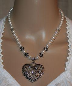 Perlen - Trachtenkette mit Strass-Blütenherz von Edelweiss51 auf Etsy