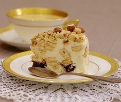 Tinginio varškės tortas su džiovintomis slyvomis ir riešutais