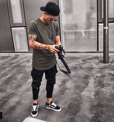 113 exalted urban clothing kate spade ideas – page 1 Urban Outfits, Mode Outfits, Fashion Outfits, Mein Style, Photography Poses For Men, Stylish Mens Outfits, Men Looks, Mens Clothing Styles, Streetwear Fashion