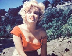 Marilyn Monroe poses at 27 for her trusted make-up artist in never-before-seen pictures | Mail Online