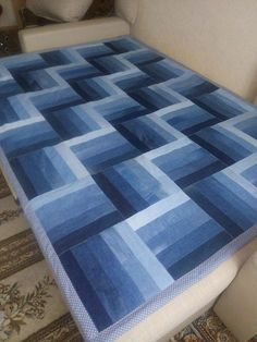 to recycle old jeans and create a custom denim bedspread -. to recycle old jeans and create a custom denim bedspread -. Blue Giant denim quilt pattern from upcycled jeans Denim Quilt Patterns, Denim Quilts, Bag Patterns, Patchwork Jeans, Jean Crafts, Denim Crafts, Jeans Recycling, Paper Recycling, Plastic Recycling