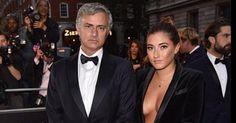 09 de setembro de 2015: Decote de filha de Mourinho faz furor (JN) Com: José Mourinho