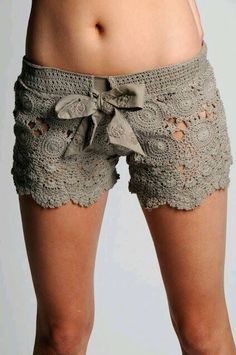 Make lace fabric ones - Crochet shorts - free pattern! I honestly think these would make cute pajama shorts. Crochet Woman, Love Crochet, Diy Crochet, Crochet Crafts, Crochet Projects, Unique Crochet, Crochet Shorts Pattern, Crochet Patterns, Short Tejidos
