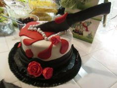 An amazing murder themed party cake! Decorations for your Murder Mystery Party www.grimrpov.com