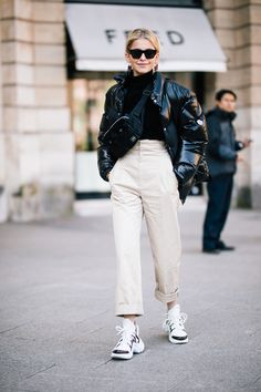 Sneaker outfit ideas: Khaki high waisted trouser with black knit sweater and black puffer jacket pairs perfect with you favorite dad sneakers streetstyle. La Fashion Week, Fashion Mode, New York Fashion, Look Fashion, Korean Fashion, Fashion Trends, Ladies Fashion, Men Fashion, Fashion Weeks