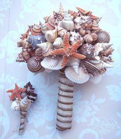 Beach Wedding Bouquet Tips and Ideas - Destination Wedding Details Beach Wedding Bouquets, Bride Bouquets, Wedding Bridesmaids, Beach Weddings, Bouquet Wedding, Bridesmaid Bouquet, Floral Bouquets, Seashell Bouquet, Do It Yourself Wedding