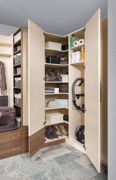 Vorzimmer | P.MAX Maßmöbel - Tischlerqualität aus Österreich Mudroom, Live, Closet, Home Decor, Couple, Home, Armoire, Decoration Home, Room Decor