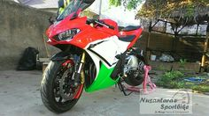 When Inverted Fork Showa Big Piston Fork X-GSXR600 implanted on Yamaha YZF-R25.  Now this R25 feel much moge Agile & Strong Look.