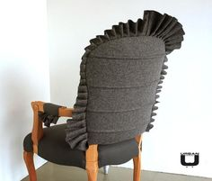 Armchair with Frill, horizontal seams and socks_detail