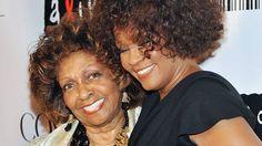 Mãe de Whitney Houston lança livro sobre a filha