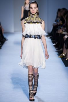 Giambattista Valli Fall 2016 Ready-to-Wear Collection Photos - Vogue Fashion Week 2016, Runway Fashion, Fashion Show, Fashion Trends, Paris Fashion, Fashion Inspiration, Design Inspiration, Women's Fashion, Casual Day Dresses